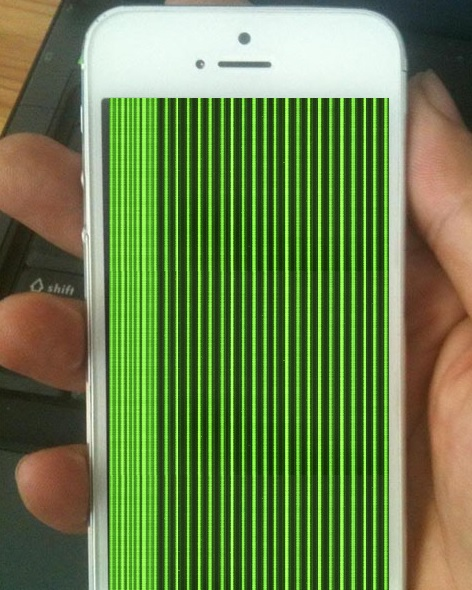 man hinh iphone 5 bi soc xanh